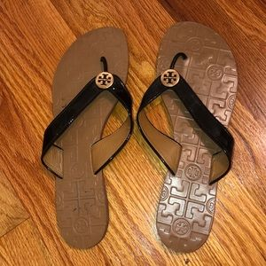 tory burch nude w black thong sandal and gold logo